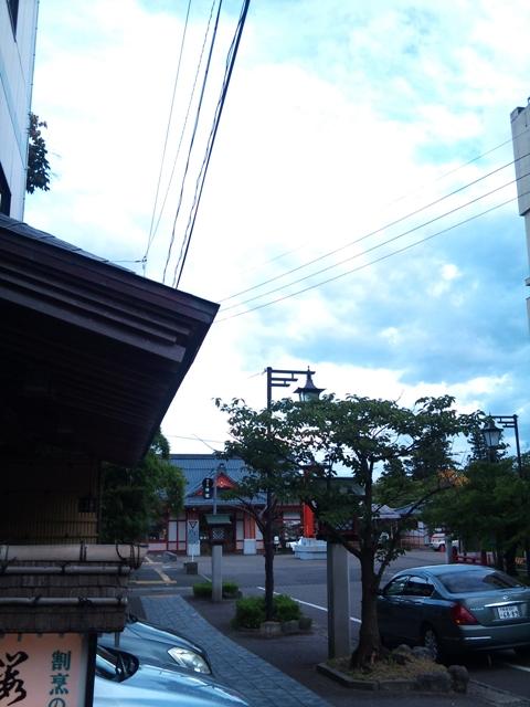 現在の弥彦駅前
